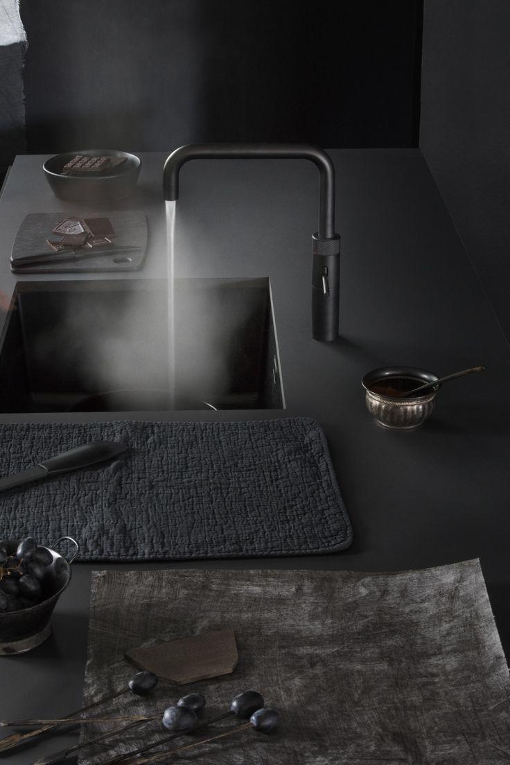 Zwarte Quooker bij ons verkrijgbaar! Kijk ook op www.vanginkelkeuk.... #atag #gaskookplaat #keuken #vanginkelkeukens #keukenbedrijf #quooker #kookplaat #design #kitchen #interieurdesign #interior #designkitchen #rvs #keukencentrum