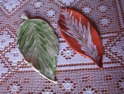 foglie in ceramica modellate a mano