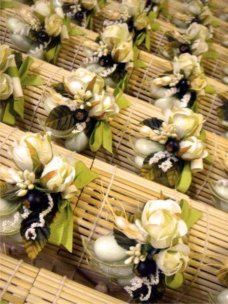 Bomboniere enogastronomiche marmellata in scatole di bamboo con bouquet rosa e nastro verde
