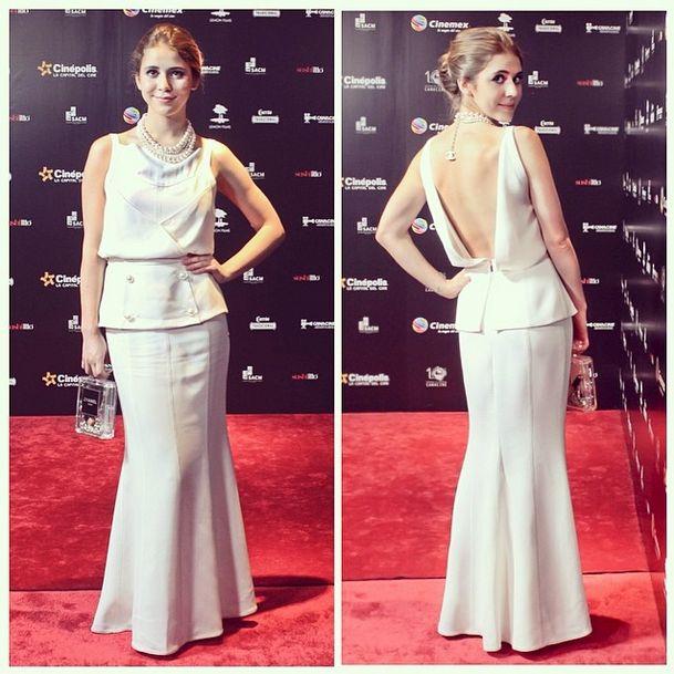 MEJOR LOOK DE LA SEMANA en @MxFashionPolice ...my luvly @Tessa_ia en #PremiosCANACINE con un total-look CHANEL! pic.twitter.com/T7RozwOiIT