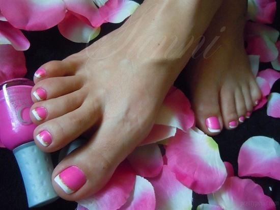 Hot pink/gold french pedi