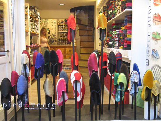 How to shop in Venice: best kept tips to find modern and traditional shops in Venice! #venice #shopping