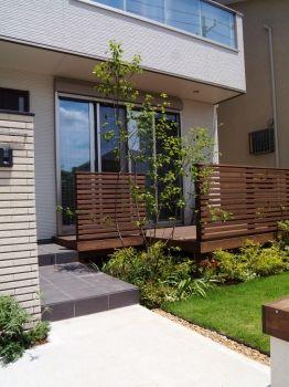 オープンエクステリア施工事例 / エクステリア、リフォーム、メンテナンス、目隠し、植栽、植木、シンボルツリー、ガーデン、外構、外溝、建築、新築、、ウッドデッキ、ウッドフェンス、和モダン、和風、アジアン、ナチュラル、おしゃれ、門まわり、駐車場、アプローチ、ライトアップ、アオダモ、ジューンベリー、、駐車場、アプローチ、門袖、芝生、、柏市、松戸市、流山市、我孫子市、三郷市、吉川市、つくば市、守谷市、つくばみらい市、取手市、千葉、埼玉、茨城