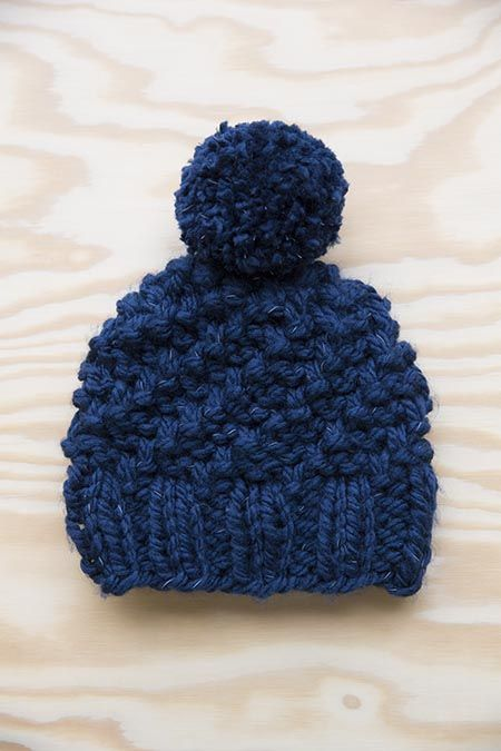 Donkerblauwe kindermuts Lumio met pompon | Veritas