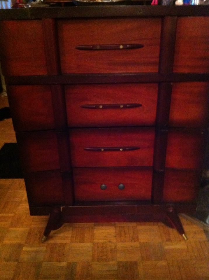 Beautiful vintage dresser was given to me this weekend, just like the chest I only fixed two knobs, still have not decided if I will leave as is