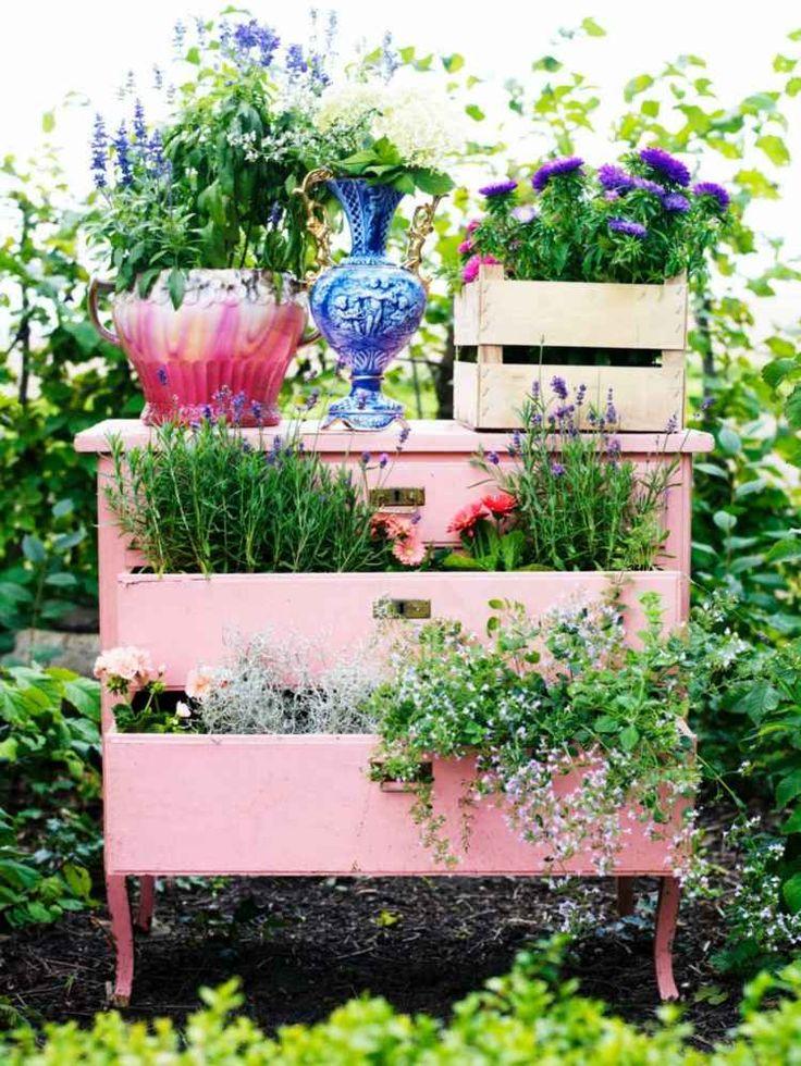 jardinière en bois en ancienne commode peinte rose