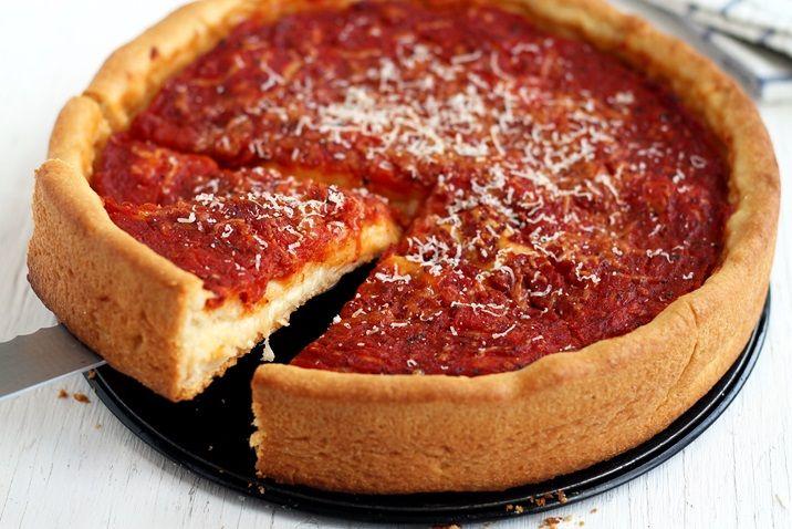 """Es muss nicht immer eine """"thin crust"""" sein. Am Lake Michigan hat eine etwas andere Art Pizza Tradition: die Deep Dish Pizza"""