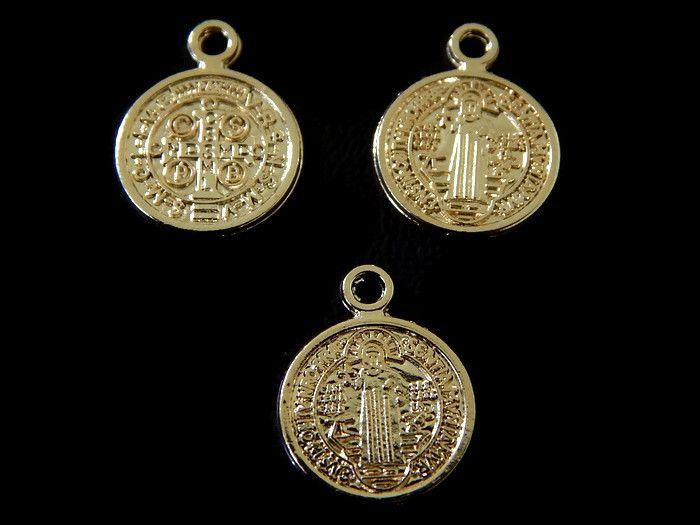 """DSBCO12 Dije medalla de San Benito en chapa de oro 14k, medida 1.2cm, peso .6 gramos, ideal para pulsera, precio x pieza $3 pesos, precio medio mayoreo (12 piezas)$2.90, precio mayoreo (25 piezas)$2.70 pesos""""""""""""""""""""""""""""""""""""precio VIP (50 piezas) $2.50"""""""""""""""""""""""""""""""""""""""