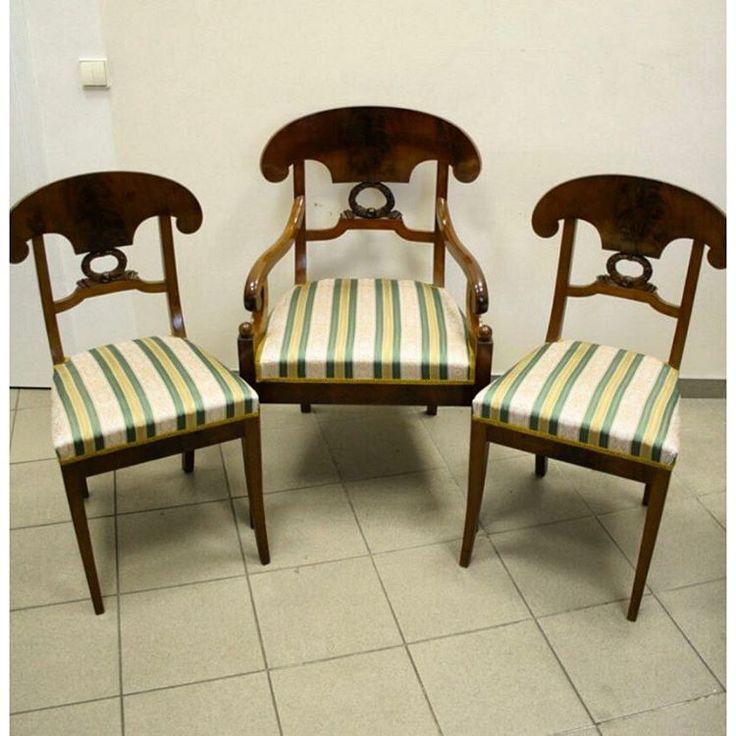 Комплект винтажных стульев с полосатой атласной обивкой ...