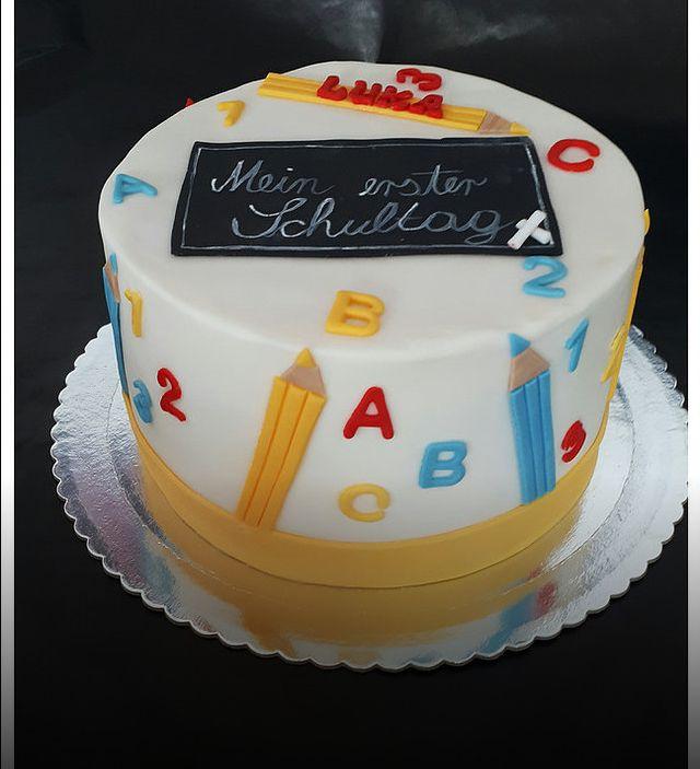 Torte Fur Die Einschulung Torte Einschulung Schulkuchen Kuchen Ideen