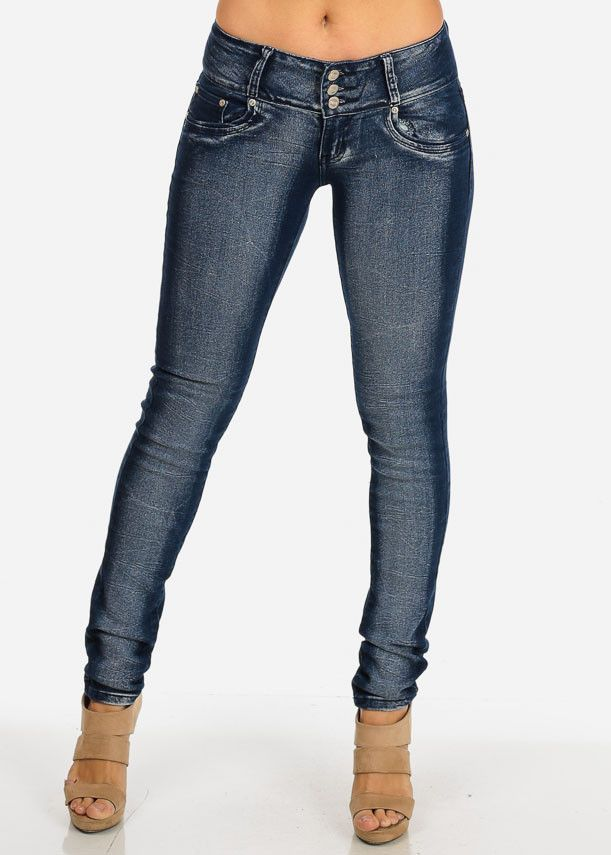 Stretchy low rise jeans with 3 button and zipper closure, belt loops, distressed knee, 5 functional pockets and skinny leg opening. Stretchy denim made from 88% cotton, 9% polyester and 3% spandex. Ri