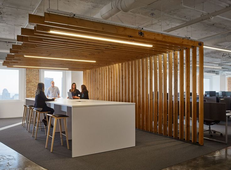 Textura Offices – Chicago. Breakout meeting space. Wood slats