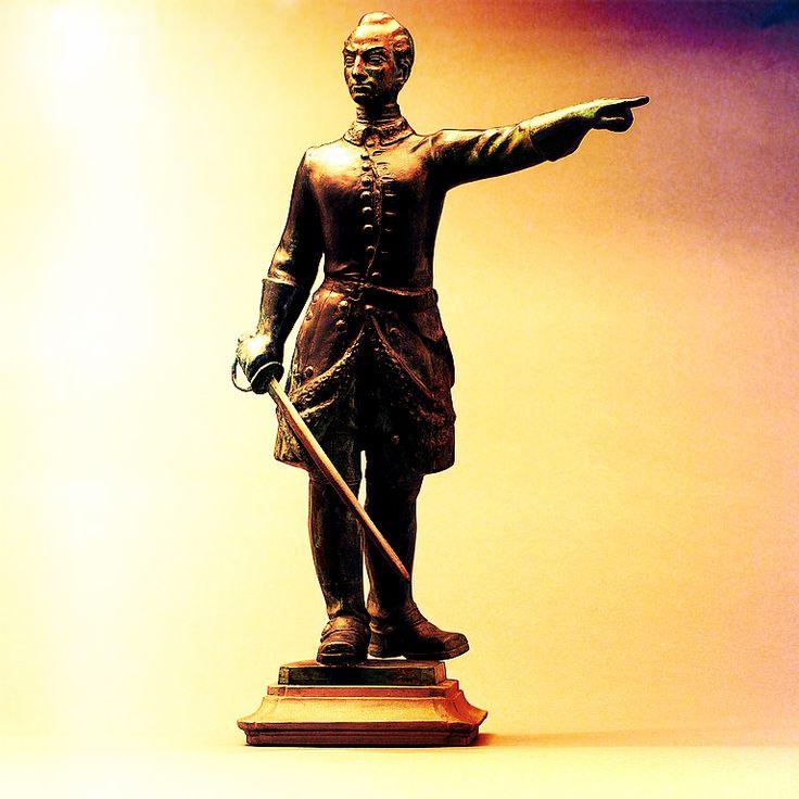 Karl XII statuette 4