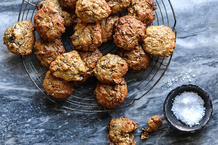 Mandel- og havrecookies med kokos og mørk sjokolade