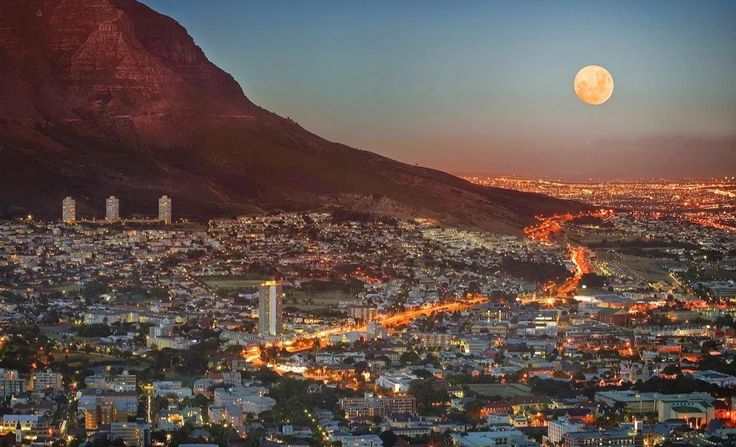 General Information on Cape Town in the Western Cape as well as some details of the local property market.
