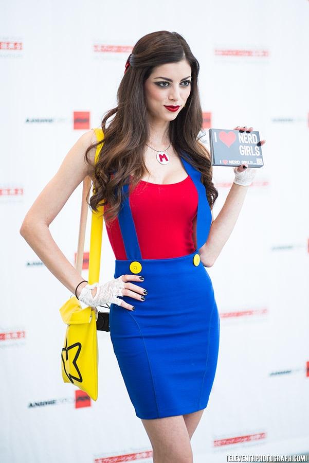 Female Mario Cosplay                                                                                                                                                     Mehr