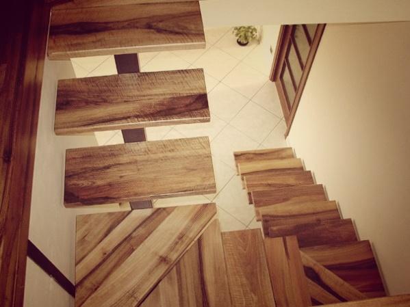 dettaglio gradino scala in legno