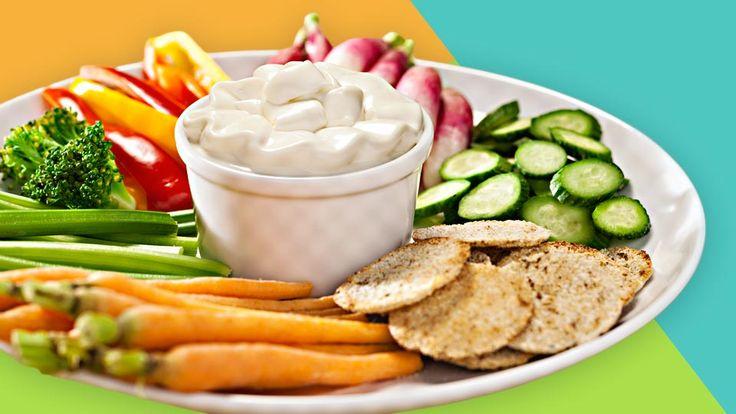 Der Gemüse Dip ist ein vitaminreicher Snack. Suche Dir aus, welches Gemüse Dein Nachwuchs am liebsten mag und los geht
