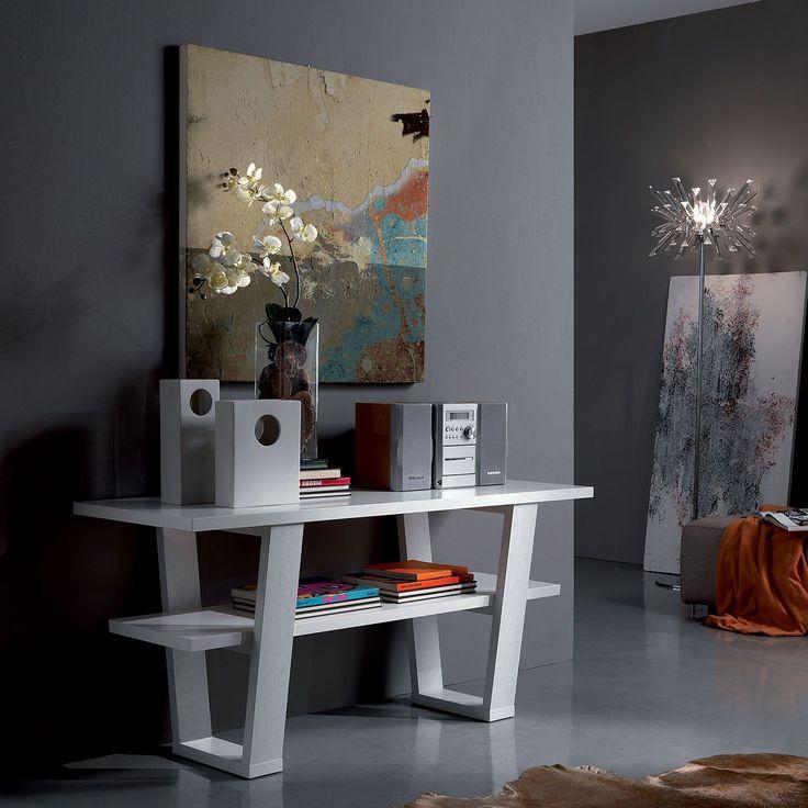 Portofino es una consola con un diseño muy asombroso con mucho gusto y distinción fabricada por Oliver B. El acabado de la estructura es en fresno de poro abierto lacado blanco.