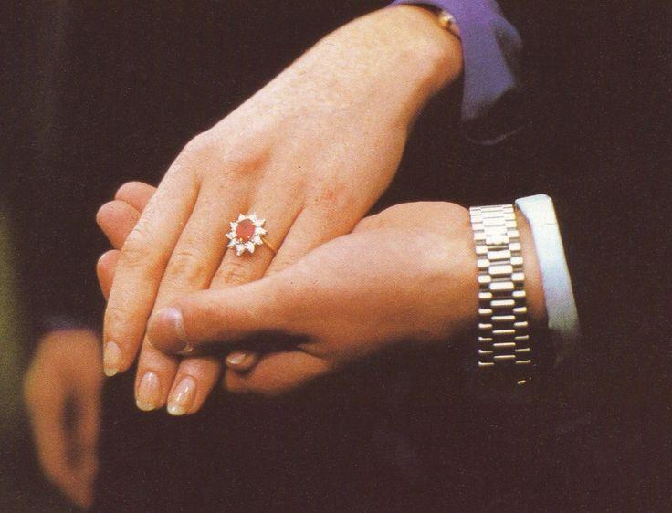105c91984289a3ef19901505f0de0661--royal-engagement-rings-emerald-rings.jpg