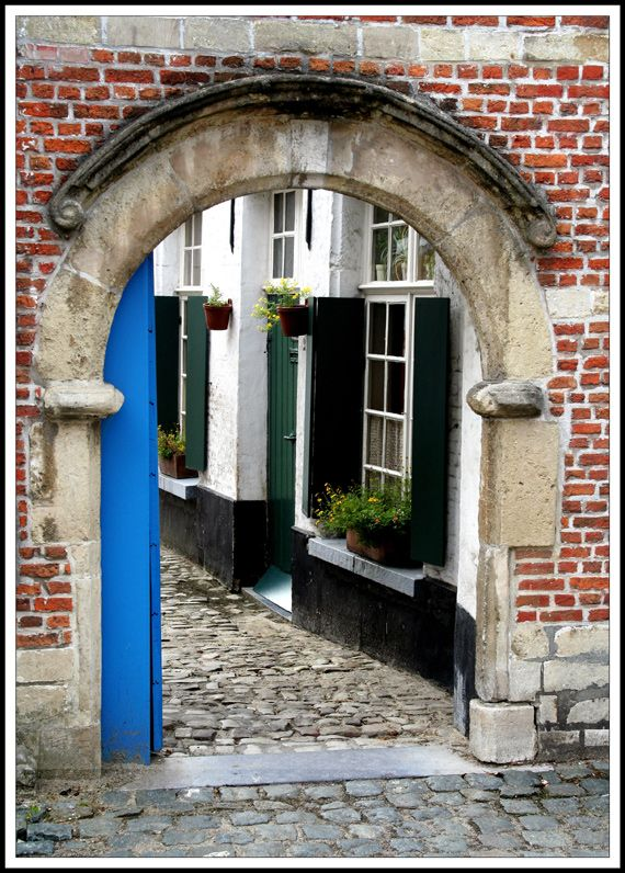 Lier, Belgium. Begijnhof / Beguinage's entry by rodgerg