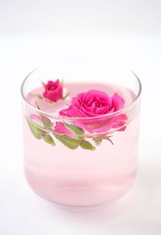 -A rose-topped cocktail may look too pretty to actually drink, but one taste of this rosewater lemonade (that's also infused with vodka) will leave you coming back for more. Recipe: Design Love Fest.<3