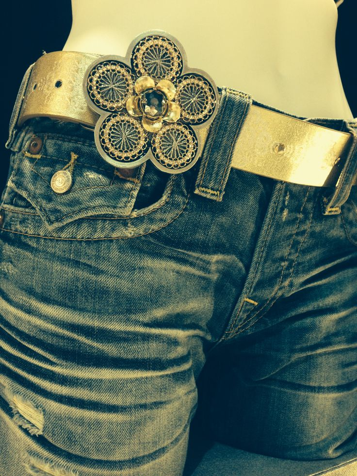 Canadian handcrafted one of a kind daisy buckle.