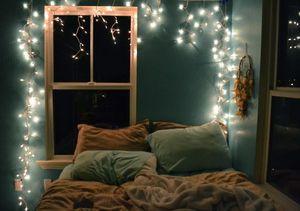 """""""イルミネーションライト""""を使ってベッドルームをロマンチックにアレンジ!! - NAVER まとめ"""