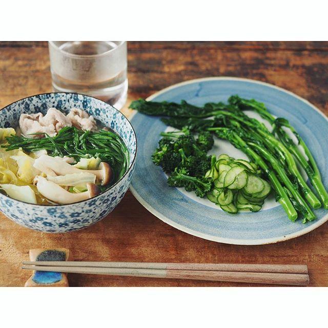 fujifab12 on Instagram pinned by myThings 久しぶりの晴天!! 最高!!! そんな朝はモーモーのパンティー泥棒の唄で朝ごはん。  春キャベツ、豚バラ、縄文ねぎの雑炊 野菜盛り 白湯 で食べ過ぎリセットメニュー❤️(ゆうてことあとスコーンとキャロットケーキの味見とカフェオレ2杯とはっさく❤️うふふ)  #foodpic#feedfeed @thefeedfeed#管理栄養士#dietitian#ヘルシー#healthy#朝ごはん#おうちごはん#breakfast#とりあえず野菜食#野菜大好き#vegitable#キヌア#quinoa