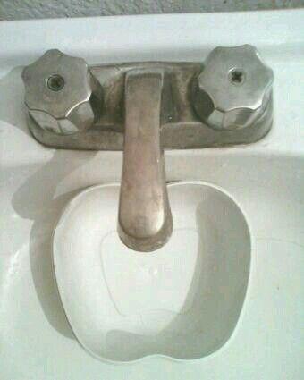 Esta cara asustada apareció en mi baño
