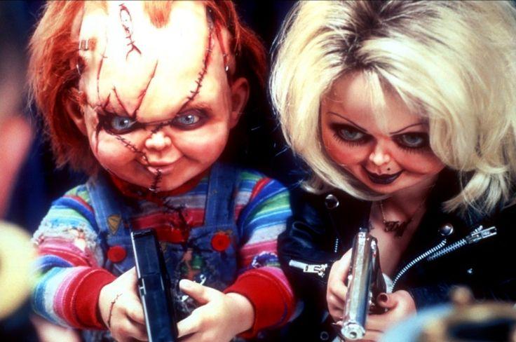 Bonecos arrepiaram em filmes de terror-A NOIVA DE CHUCKY (1998) No quarto filme da franquia de Chucky apareceu a companheira dele, igualmente assustadora