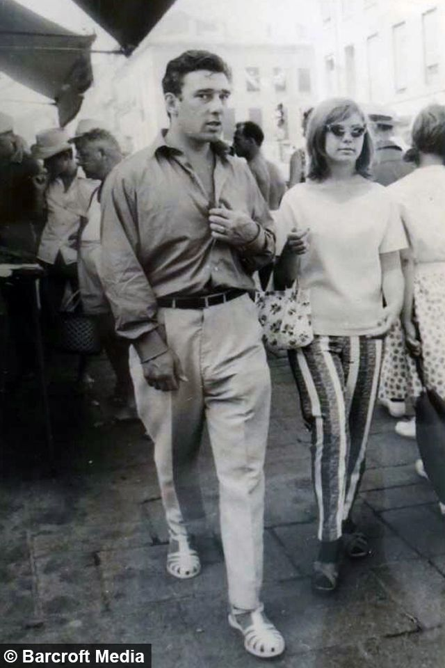 Reggie kray looking good in summer kit and not in a suit for a change. I wonder if anybody made fun of his sandals.......I'm guessing not.....TEN.