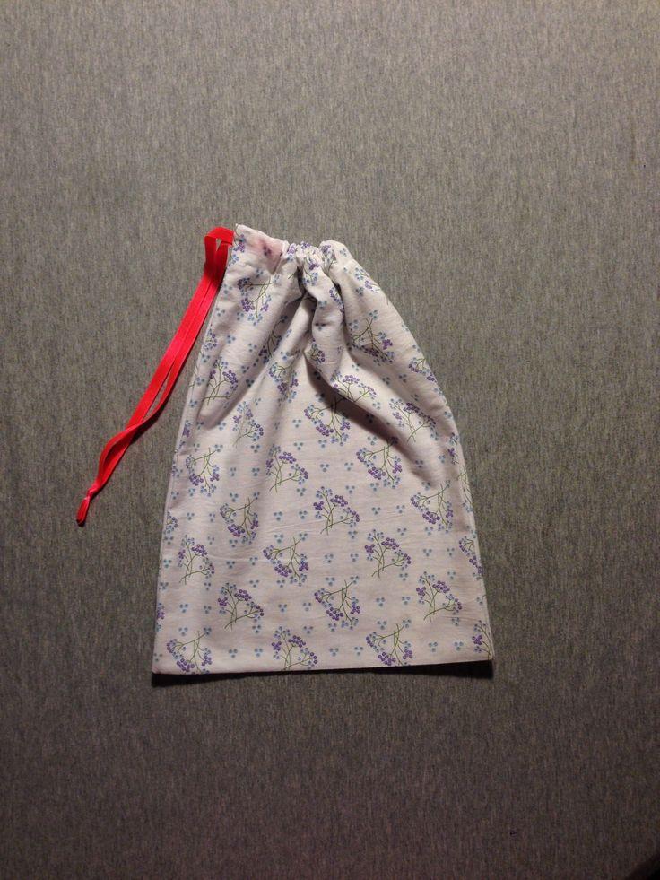 """Sac à lien fluo pour linge ou goûter / pochon / pochette en tissu """"vintage"""" : Autres sacs par madame-moufle"""