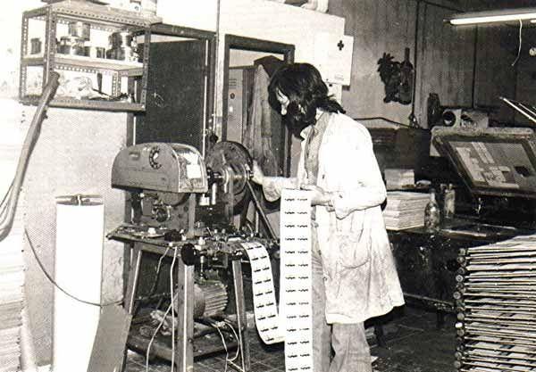 Fabrica de etiquetas y serigrafia en el barrio de Usera (Madrid). 1975