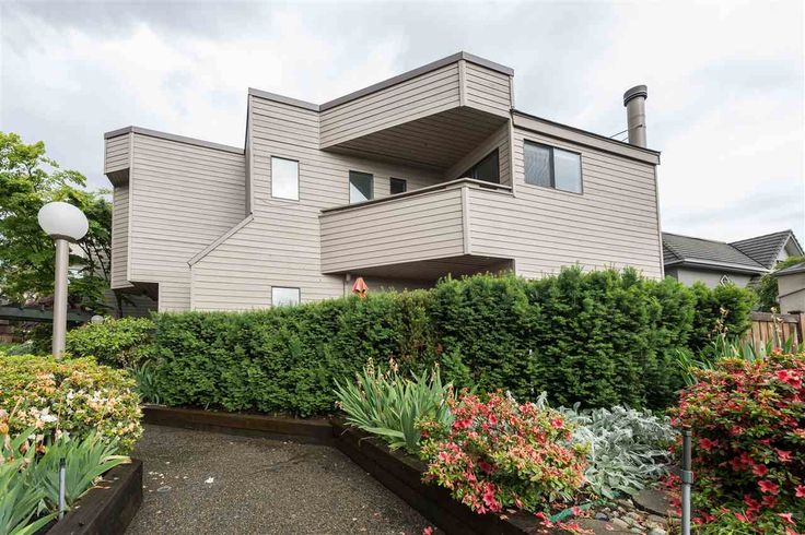 """6 1434 MAHON Avenue in North Vancouver: Central Lonsdale Townhouse for sale in """"Executive Place"""" : MLS® # R2195337"""