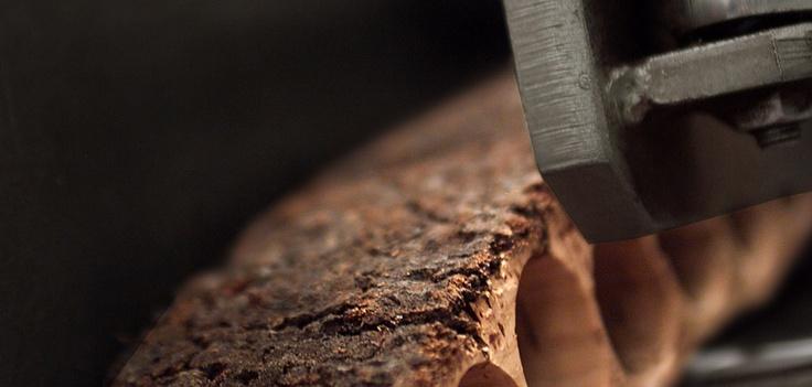 Los tapones de #corcho natural se fabrican a partir de la perforación de una pieza #preservalobueno