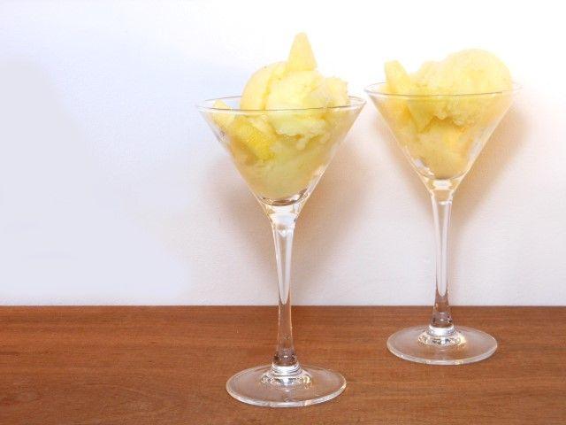 Deze ananas sorbet is een heerlijk fris dessert voor de zomerdagen.