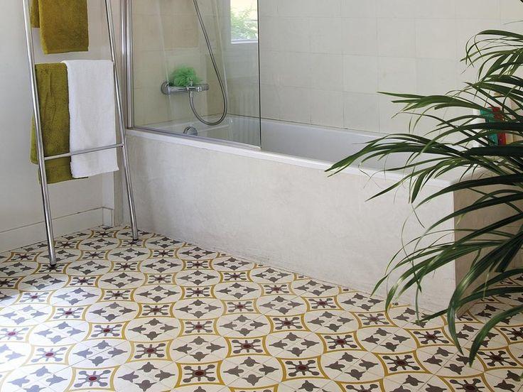 Un coqueto baño con tocador doble