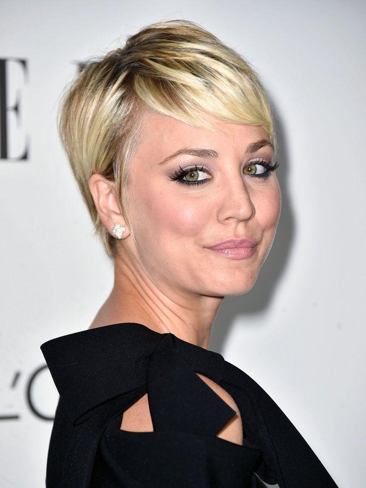 """""""Big Bang Theory""""-Schauspielerin Kaley Cuoco Sweeting trennte sich 2014 von ihren langen Haaren und ließ sich einen Bob schneiden. Doch auch der ist jetzt schon wieder passé: Auf Instagram zeigte sie der Welt ihren neuen Pixie Cut, der laut eigener Aussage ihren inneren Peter Pan hervorkommen lässt.Was sagt ihr zu Kaleys neuer Frisur?Macht den Test: Welcher The Big Bang Theory Nerd passt zu mir?"""
