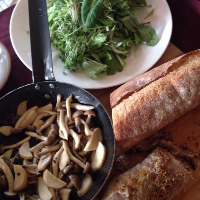 余り物の整理に、豚肉の塊をグリル 水菜と玉葱とルッコラのスプラウトサラダ、きのこ3種のアヒージョ風 バケットと食べてます。 - 35件のもぐもぐ - ケバブ風ランチ by gclefmo2007
