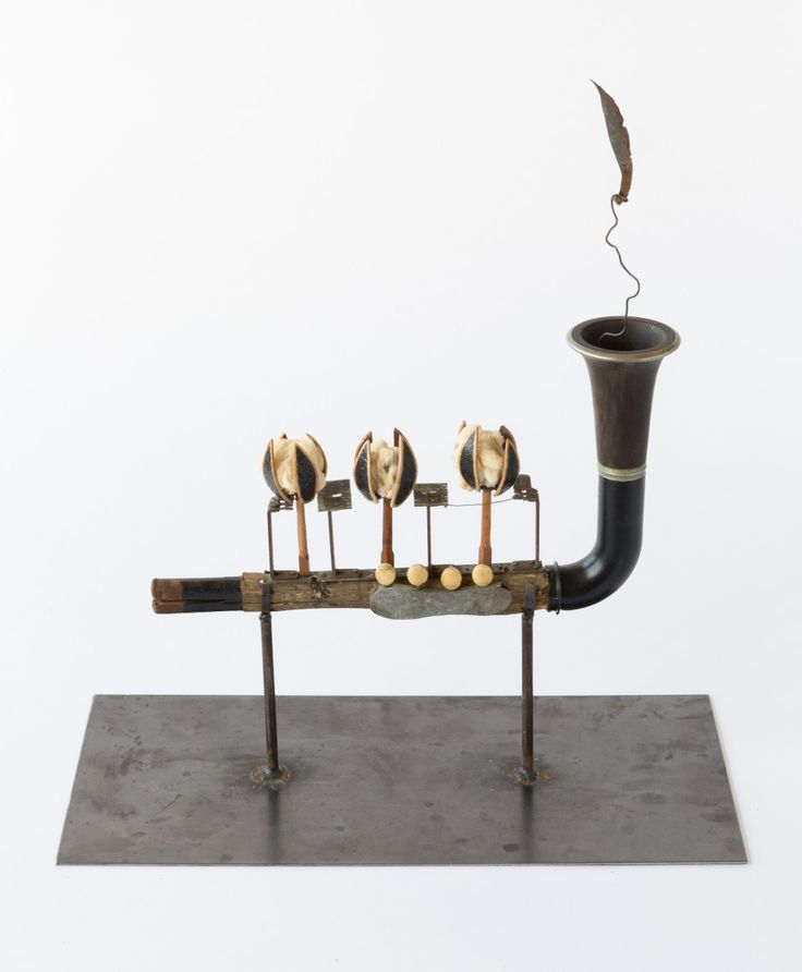 The musical instruments of Adrian Nivola – Ovalme