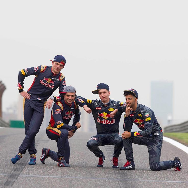 Red Bull RacingさんはInstagramを利用しています:「Boys II Men 2.0 ❤️ Nothing like Race Day with the family! #RedBullFamily #WeLoveWhatWeDo # #givesyouwings #DanielRicciardo #daniilkvyat #RedBullRacing #F1」