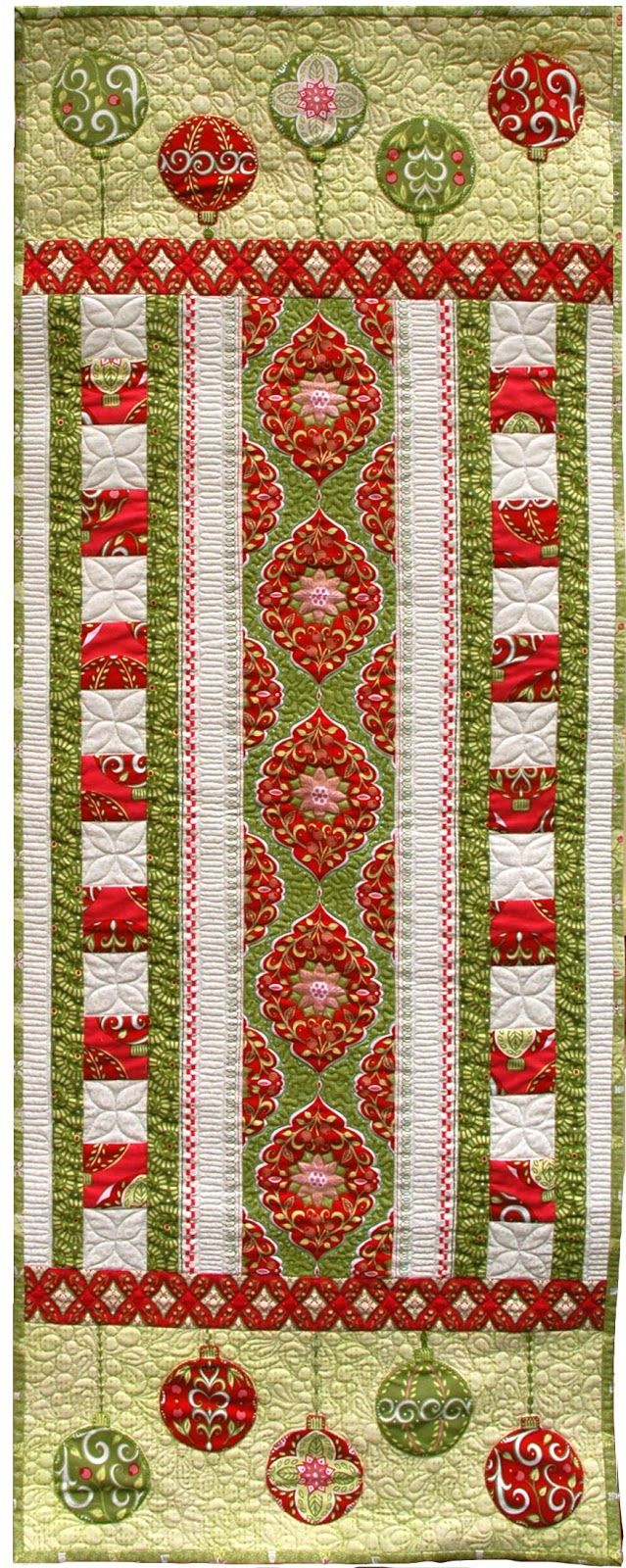 ~free pattern ~ Holiday Bouquet Table Runner at Amanda Murphy Design