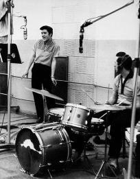 Elvis in the recording studio - Free S