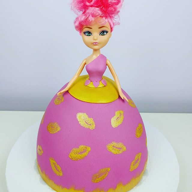 Just a few more hours til my Lippy Lips Princess Cake!  #lippylips #shopkinsprincess #shopkins #cake #princess #ideas #modern #kidscakes #kids #toys #barbie #cakedecorating #icing #fondnat #laurietheicingartist