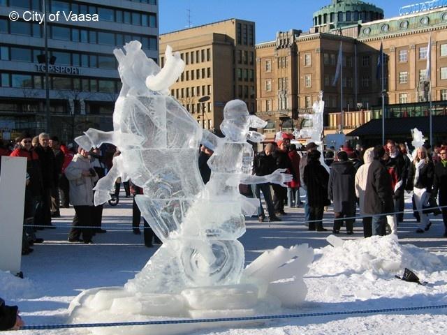 Ice sculpturing, Market square @ Vaasa. www.visitvaasa.fi. Photographer: Nina Westerlund