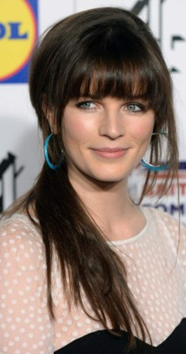 Aisling Bea Actress Hard Sun Aisling Bea Is An Actor Stand Up Comedian And Writer From Kildare In Ireland Where She Was Bo Aisling Bea Girl Humor Hair Envy