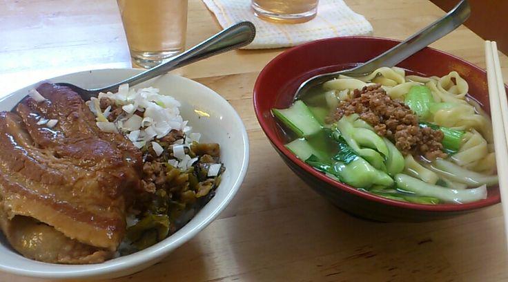 昼食は珍しく台湾料理 魯肉飯と担仔麺 旨い!^^