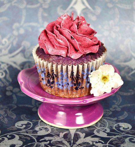 amazing reduced blueberry puree cupcakes with a blueberry puree reduction infuse…
