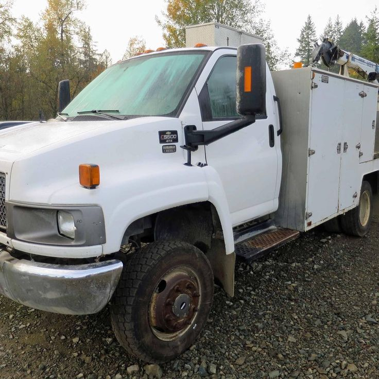 Looking for more room to stow tools and carry parts? 2006 #chevrolet C5500 4X4 service truck for sale. #Miller gas welder UH comp crane. $31.500 #forestechequipment #servicetruck #mechanic #mechanictruck #fieldmechanic #maintenance #c5500 #c5500duramax